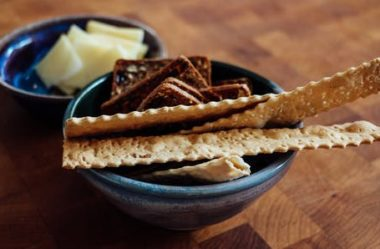 Biscoito Cream Cracker: 2 Receitas Cetogênicas & Low Carb